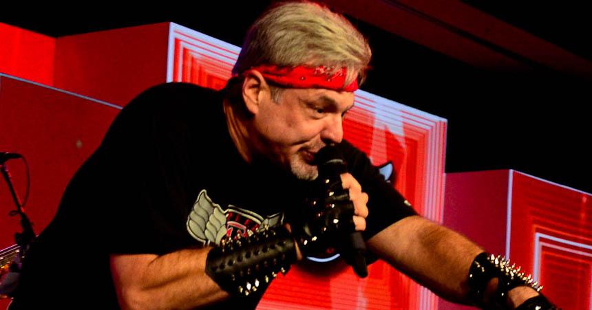 Bill Carr singing